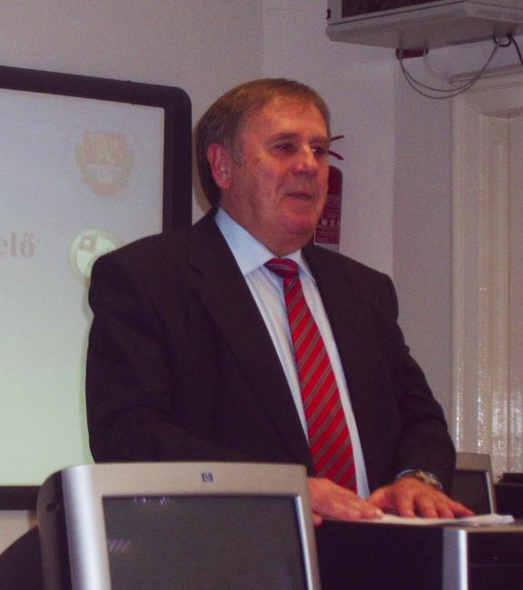 Prof. Molnár giving a lecture